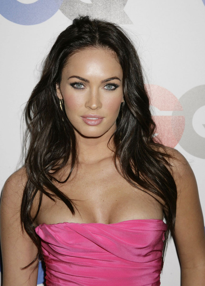 Megan Fox Pink Dress, Looking Hot