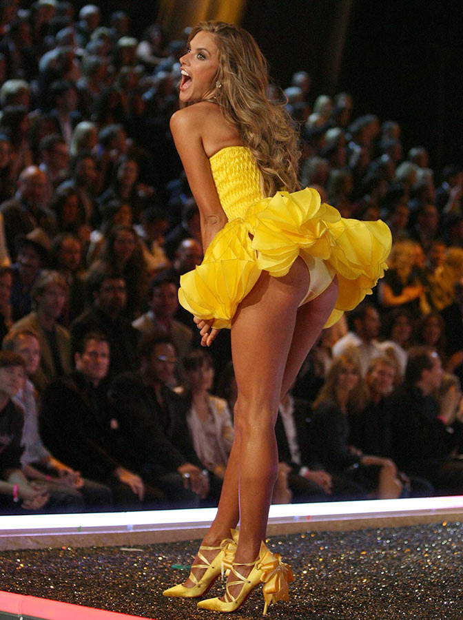 Alessandra Ambrosio Catwalk, Yellow Dress