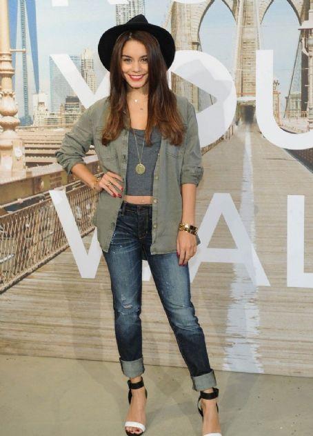 Vanessa Hudgens Jeans, Shirt